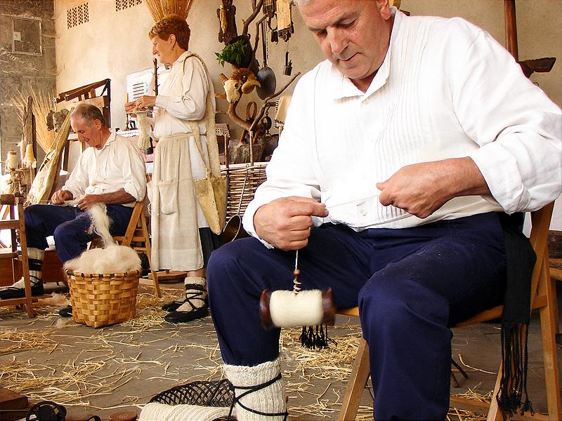Euskal Herriko Eskulangintza Azoka / Feria de Artesanía del País Vasco